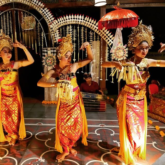 Everything is a controlled movement in #Balinesedance - from the movement of the eyes to the tip of the toes and fingers. Pretty fascinating! #discoverBali #exploringBali #worldtraveler #dance #Bali
