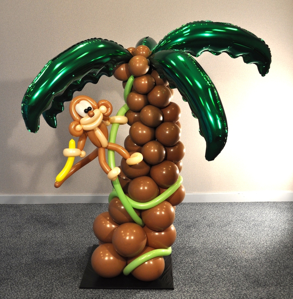 Balloon palm tree and monkey
