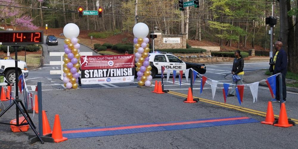 Balloon start / finish line for King's Court Chapel 5K