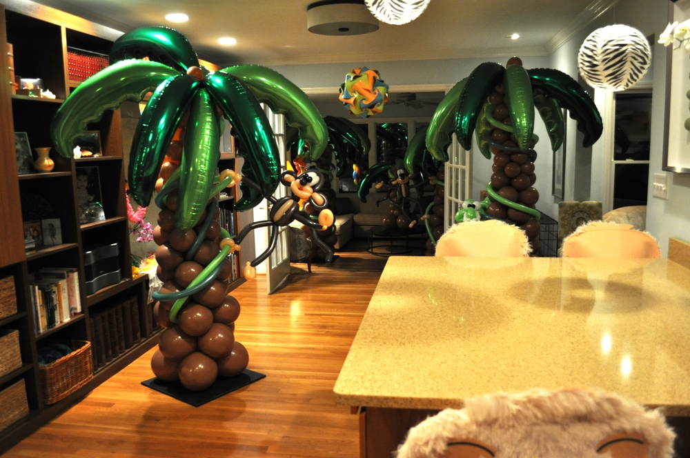 Jungle themed birthday party balloons