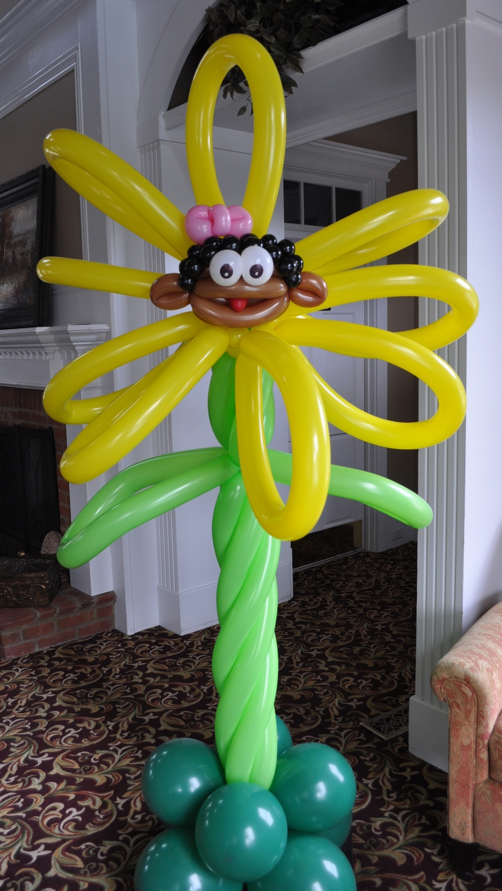 Alice in wonderland balloon yellow talking flower