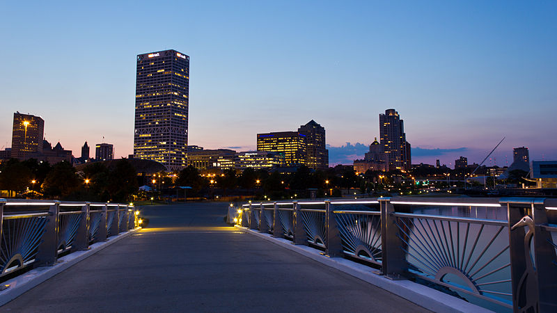 800px-Milwaukee_Skyline_at_Sunset.jpg