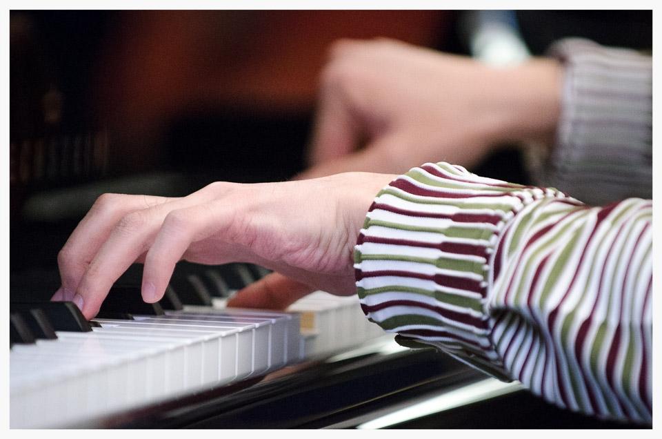2014-05-21_19-10-41_Louisa_Beard_Kentaro_Nagai_at_Markson_Pianos[1].jpg