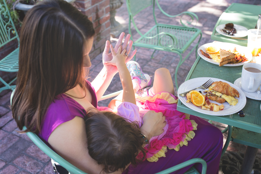 Brunch with breastfeeding mom | Mary Humphrey Photography