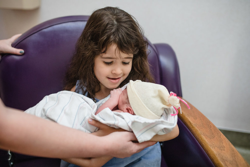 Big sister meeting little sister | Mary Humphrey Birth Photography