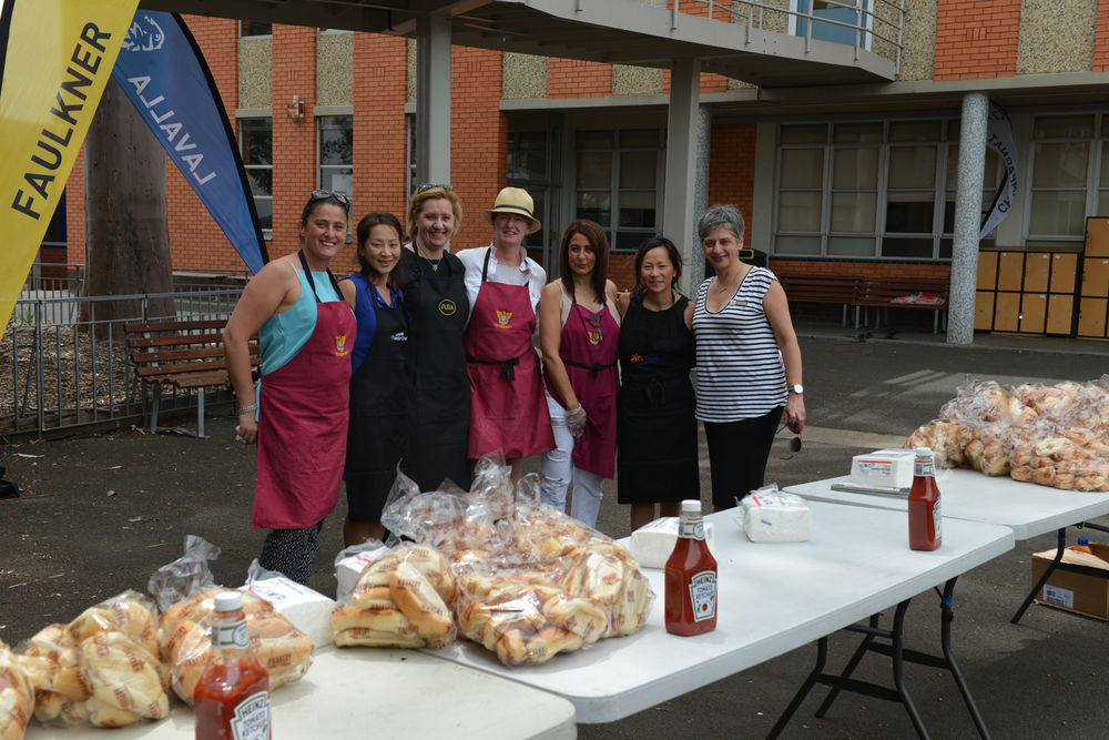 Just some of our great volunteers who helped prepare the BBQ for the incoming Yr 7 students and families on the transition day .