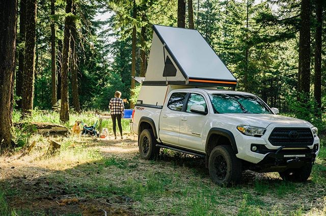 The last few weekends have been a wonderful start to what I hope is a long and beautiful summer. Good company, food and vibes definitely help.  @gfc_usa @snomasterusa @toyotausa @overlandjournal  #daniboxer #homeiswhereyouparkit #adventuremobile