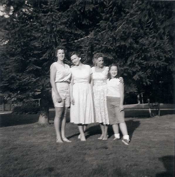 Carolaine, Mom, Grandma Dorothy, and me
