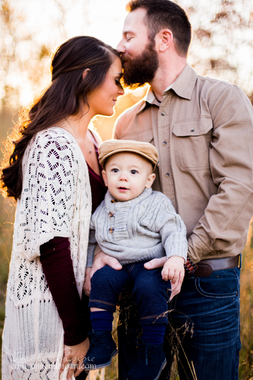 soft kisses, best family photos Ft. Granger Pinkerton Park and Fairview TN pictures in golden field