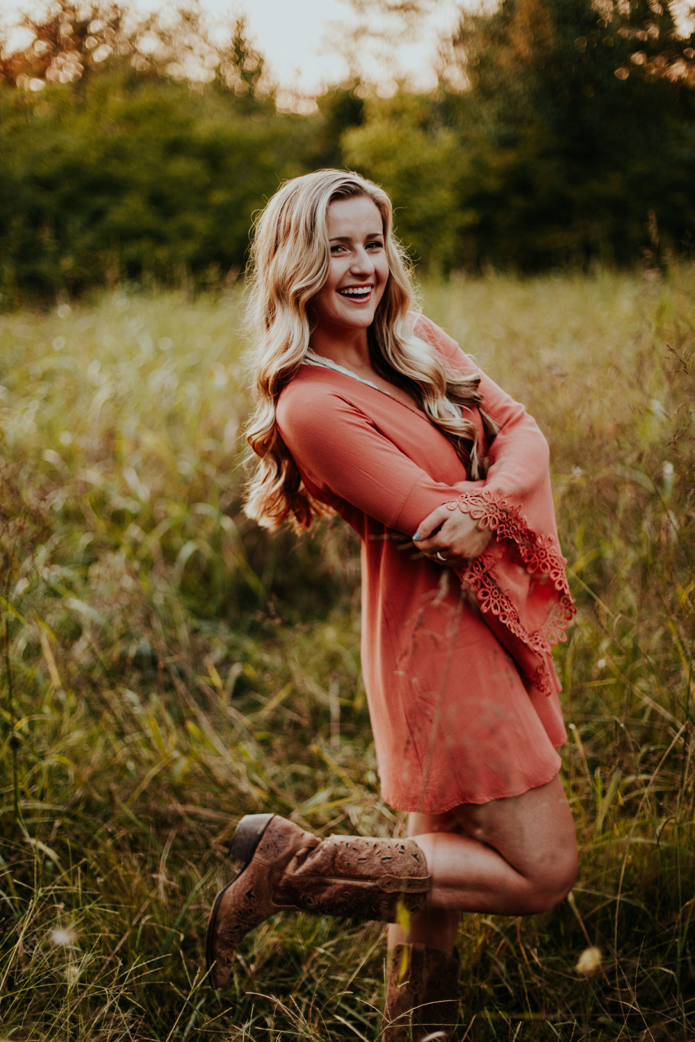 best senior portrait photographer joint best friend photoshoot nashville
