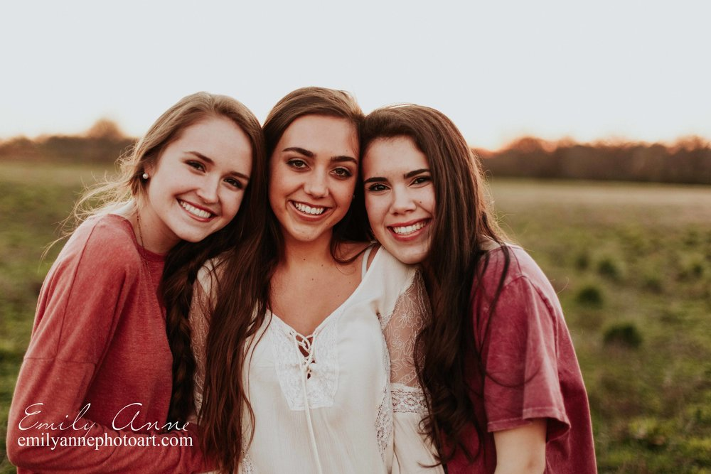 joint senior portrait session- best friends shot at harlinsdale farm by top senior portrait photographer emily anne photography