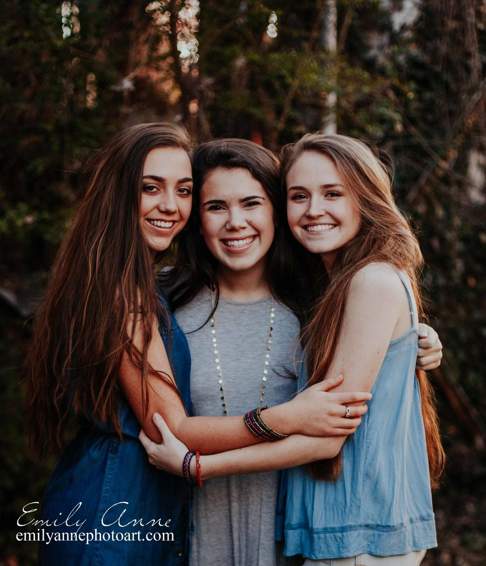 the best senior portrait experience in Tennessee Emily Anne Photography joint best friend photo session class of 2018