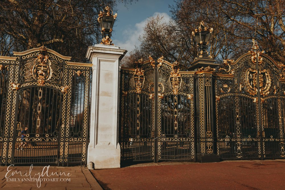 Buckingham palace royal gates things to do in london- visit the queen