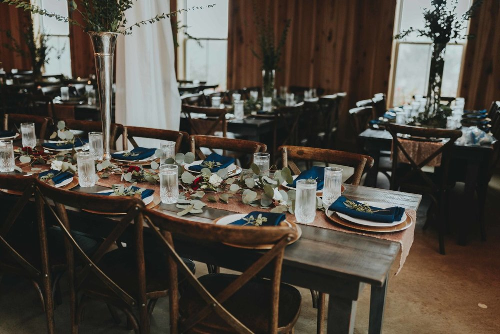 trendy best classic minimalist wedding table decor and classic wedding color scheme by wedding photographer Emily Anne photo Art at Allenbrooke Farms