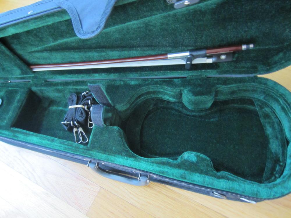 Cremona SV-130 Case Interior