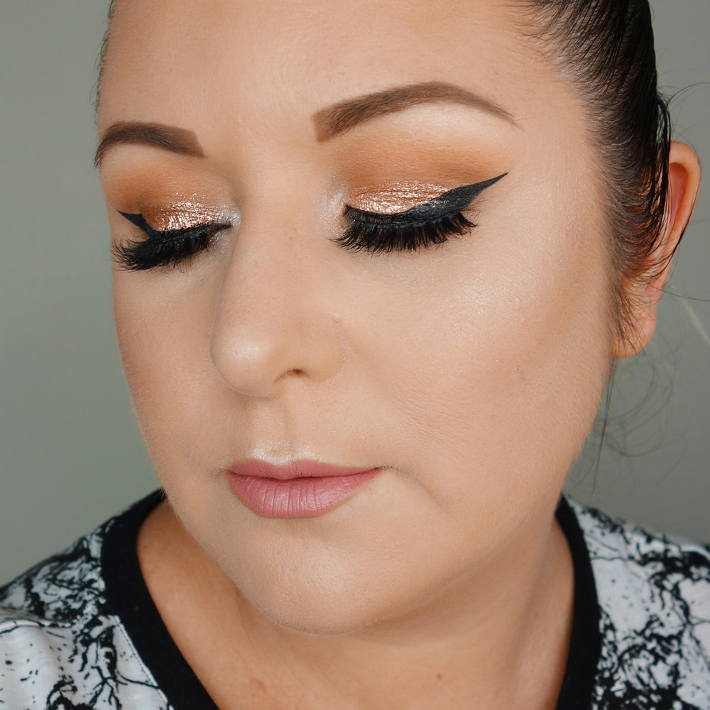 Marisa Robinson Beauty Blogger Stila Magnificent Metals Liquid Eye Shadow