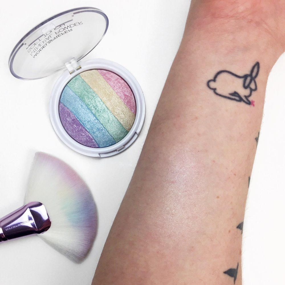 Marisa Robinson Beauty Blogger Models Prefer Soft Touch Rainbow Powder Highlight