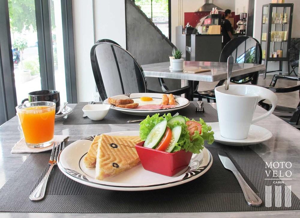 breakfast-2-web.jpg