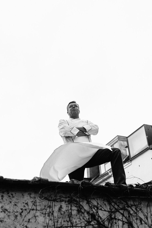 Lionel Rigolet sur le toit du Comme chez Soi.