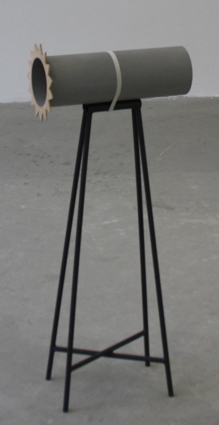 13. Tomáš Hlavina   Kompas   2004, dřevo, plast   výška 79 cm