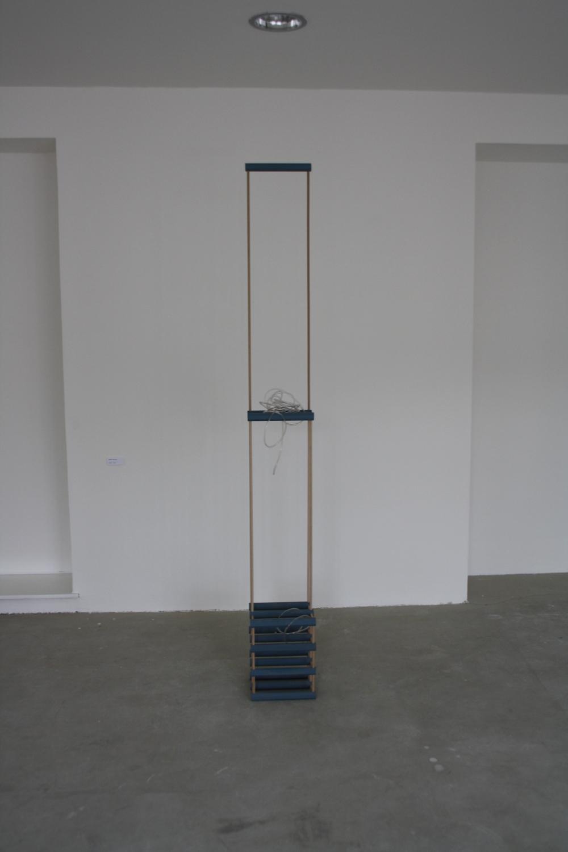 18. Tomáš Hlavina   Sušák   2012, dřevo, plast   220 x 27 x 24,5 cm