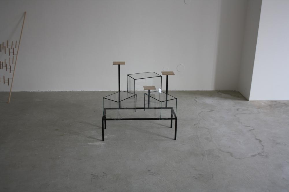 20. Tomáš Hlavina   Stupeň vítězů   2010, kovová konstrukce, skleněná akvária, překližka, 70 x 70 x 35 cm