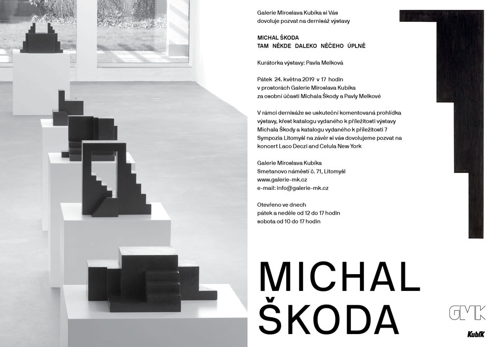 Galerie Miroslava Kubíka si vás dovoluje pozvat na dernisáž jarní výstavy Michala Škody, který se během svých uměleckých aktivit postupně věnuje sochařství, malbě, instalacím a v poslední době především kresbě, fotografii a autorským knihám, jež sám považuje za nejdůležitější část své tvorby. Výraznou součástí jeho práce jsou příležitostně se vynořující místně specifické intervence. Má za sebou nespočet výstav doma i v zahraničí a jeho díla jsou zastoupena v řadě tuzemských a zahraničních sbírek. Vedle své autorské tvorby Michal Škoda působí od roku 1998 jako hlavní kurátor Galerie současného umění a architektury - Domu umění města České Budějovice, která se za dobu jeho působení stala prestižní institucí s výrazným mezinárodním přesahem.  V prostoru okolo nás obvykle vnímáme hmoty a nikoliv prázdno mezi nimi. Soustřeďujeme se na objekty a nikoliv na vztahy, které vzájemně vytvářejí. Zaznamenáváme průběh cest, jejich tvar, počátek, cíl a nikoliv jejich směřování. Možná ale, že to podstatné se někdy skrývá mezi objekty - ve zdánlivě prázdném meziprostoru, v charakteru samotných vztahů, v neviditelných směrech cest.  Instalace Michala Škody vytvářejí v galerii vlastní společný prostor, vymezovaný milníky jednotlivých objektů. Kresby a sochy jsou jádry uspořádání prostoru, ohnisky koncentrace vztahů, místy křížení a odvíjení směrů.  Prostorové objekty a plošné kresby v sobě - jako černé meteority - zhušťují nekonečno, vrací do sebe samotných počátky, konce, směry. Prázdno mlžných kreseb je plné prosakujících vztahů, které kulminují ve zčernalých stopách křížení. Fragmenty cest v liniových kresbách nezaznamenávají jejich začátek ani cíl, tvar ani průběh - jen naznačují směřování.  Nacházíme se uvnitř vztahů. Jsme jejich součástí. Mysl se stává prostorem, prostor myslí. (Pavla Melková)  Kurátor a koncepce výstavy: Pavla Melková, Michal Škoda