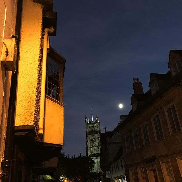 Clocks go back tonight so better get used to darkness #cirencester #cotswolds #clocksback