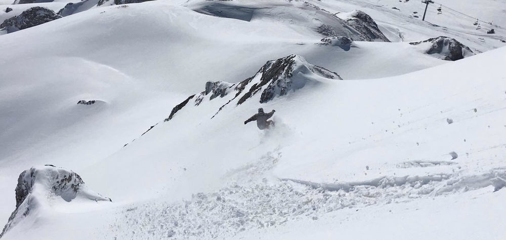 Robbie shredding the rad in Tignes!