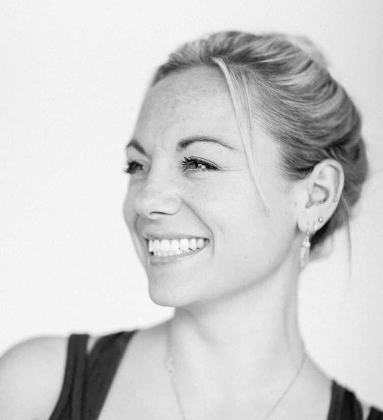 Liz Joy Oakley Headshot_preview.jpg