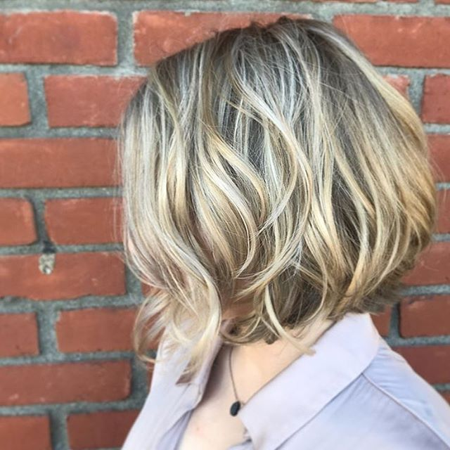 The warm weather is here! Time to get your hair planned and booked. 💛  Click link in Bio to Bookonline. ⤴️ This beauty was painted by Meagan