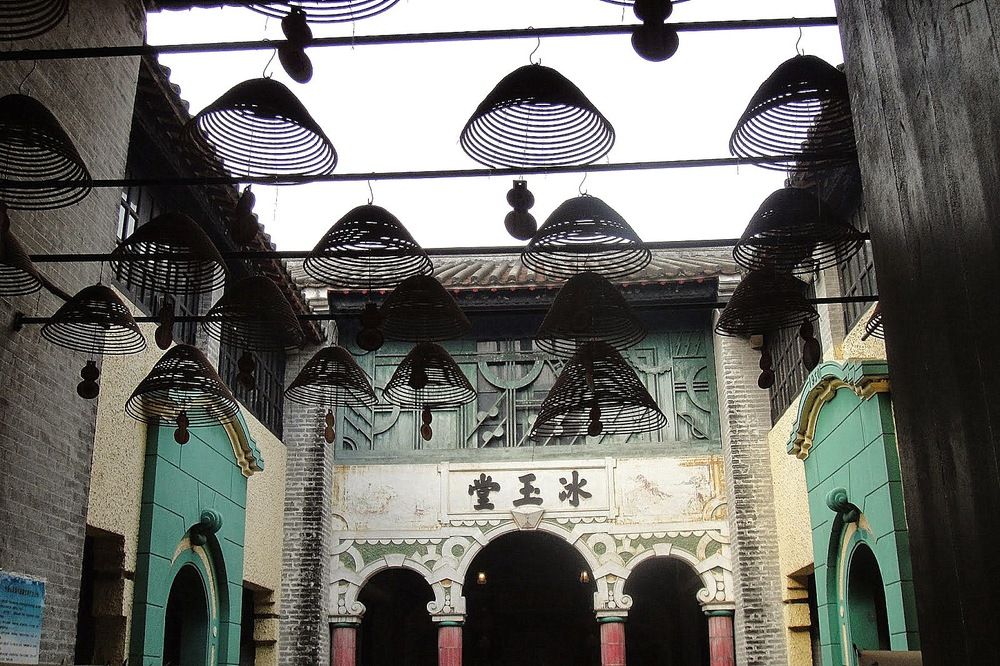 Courtyard at the Bing Yu Tang (Pure and White Residence), Pearl River Delta, Guangdong Province, China