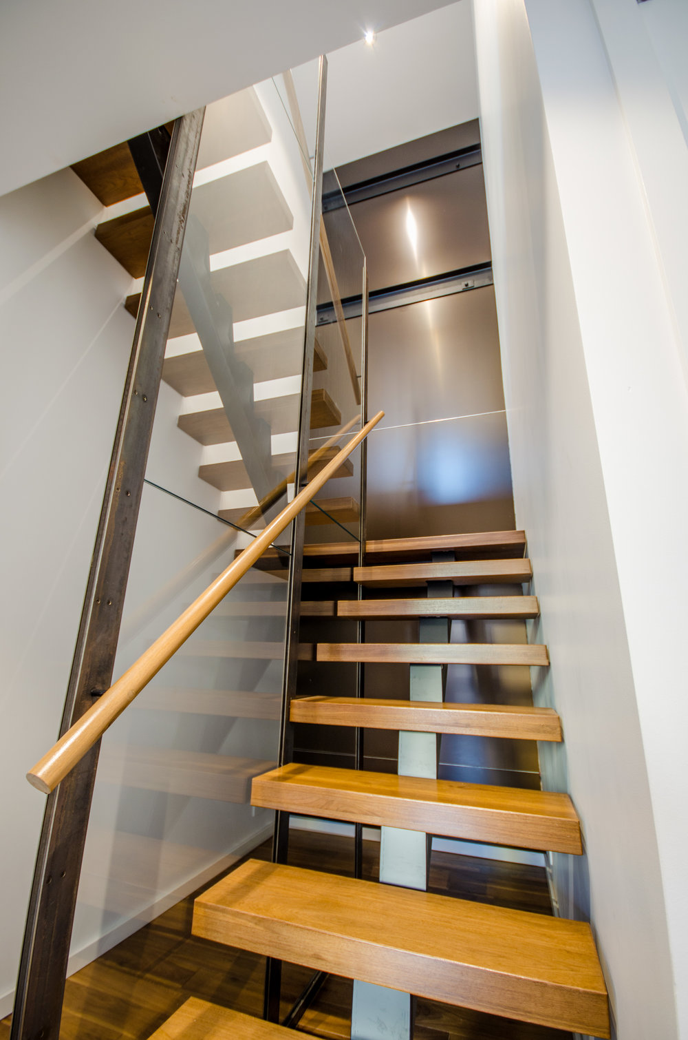 TRAstudio_173WestBroadway_Tribeca_4th Floor Interior_Stair_Glass_Full.jpg