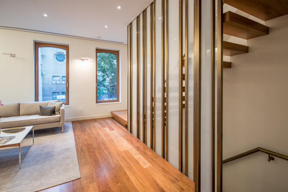 2017-10-20 - Exterior, Living Room, Courtyard-2.jpg