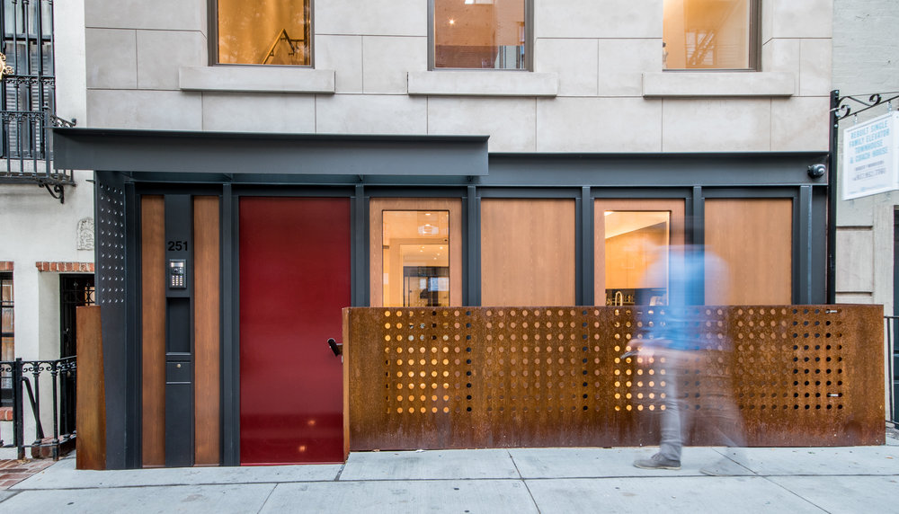 2017-10-20 - Exterior, Living Room, Courtyard-1.jpg