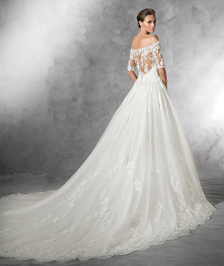 Pronovias pleasant wedding gown