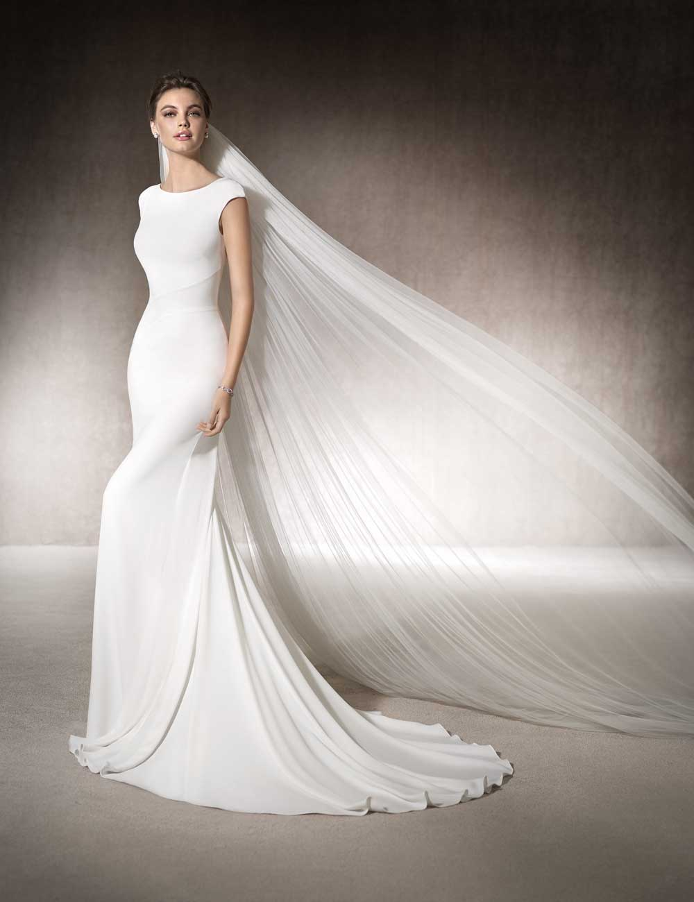 Dress In Plain Crepe Silk With A High Neckline Cap Sleeves And Low Open Back This Simple Style Looks Beautiful Long Flowing Tulle Veil