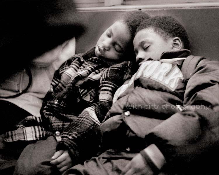 kids-sleepng-on-train