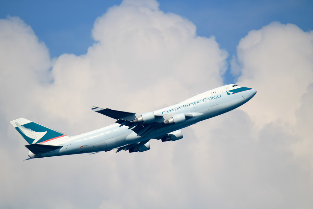 Really impressed at the colour, clarity and sharpness in this shot and the AF did really well in tracking the plane as it left Changi airport.