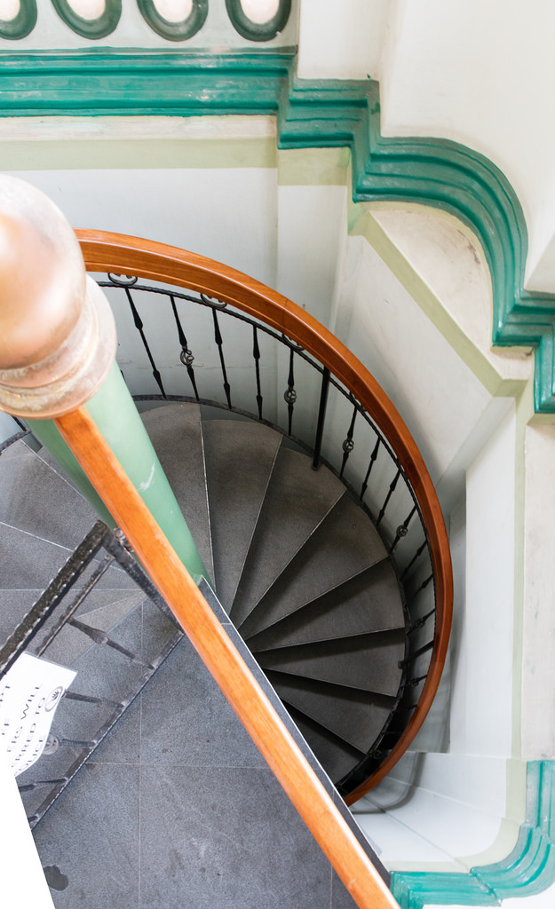 It's hard to ignore spiral staircases as a photographer. -5DS
