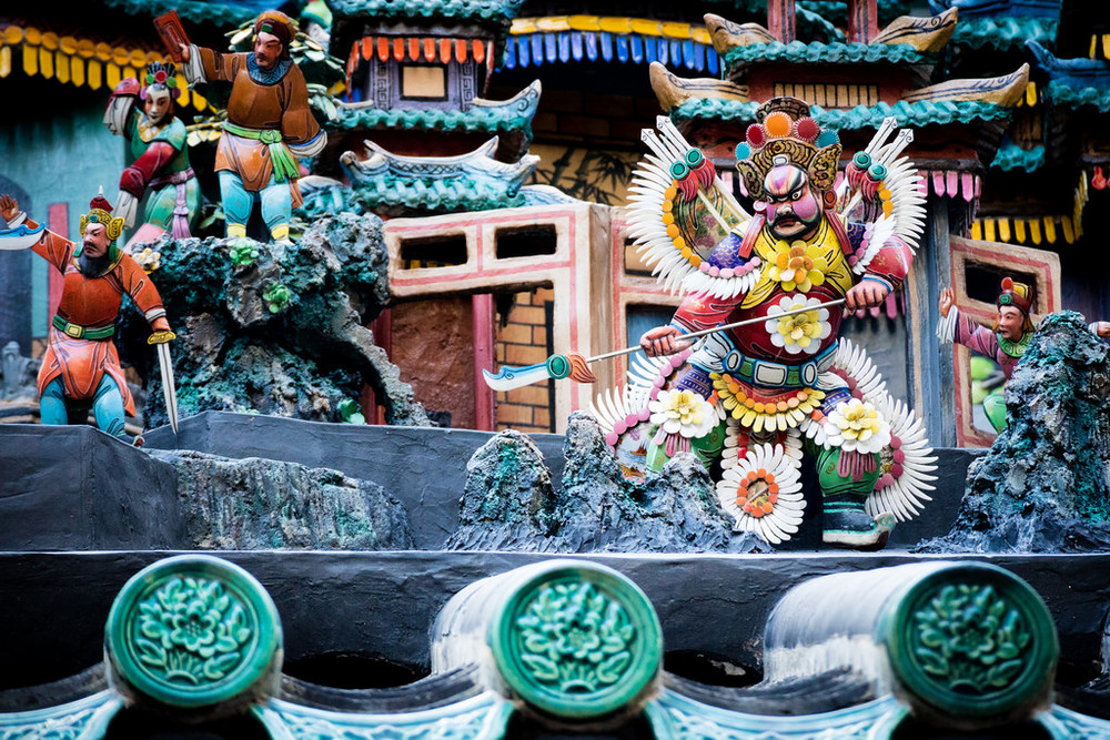 Vibrant, colourful 3D displays adorn the temple all over, depicting a range of different scenes & events. -M3