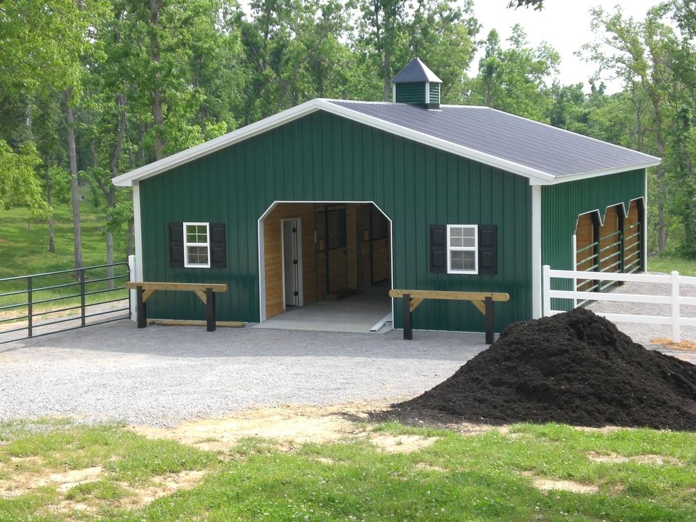 Horse barn 30' x 48' x 9