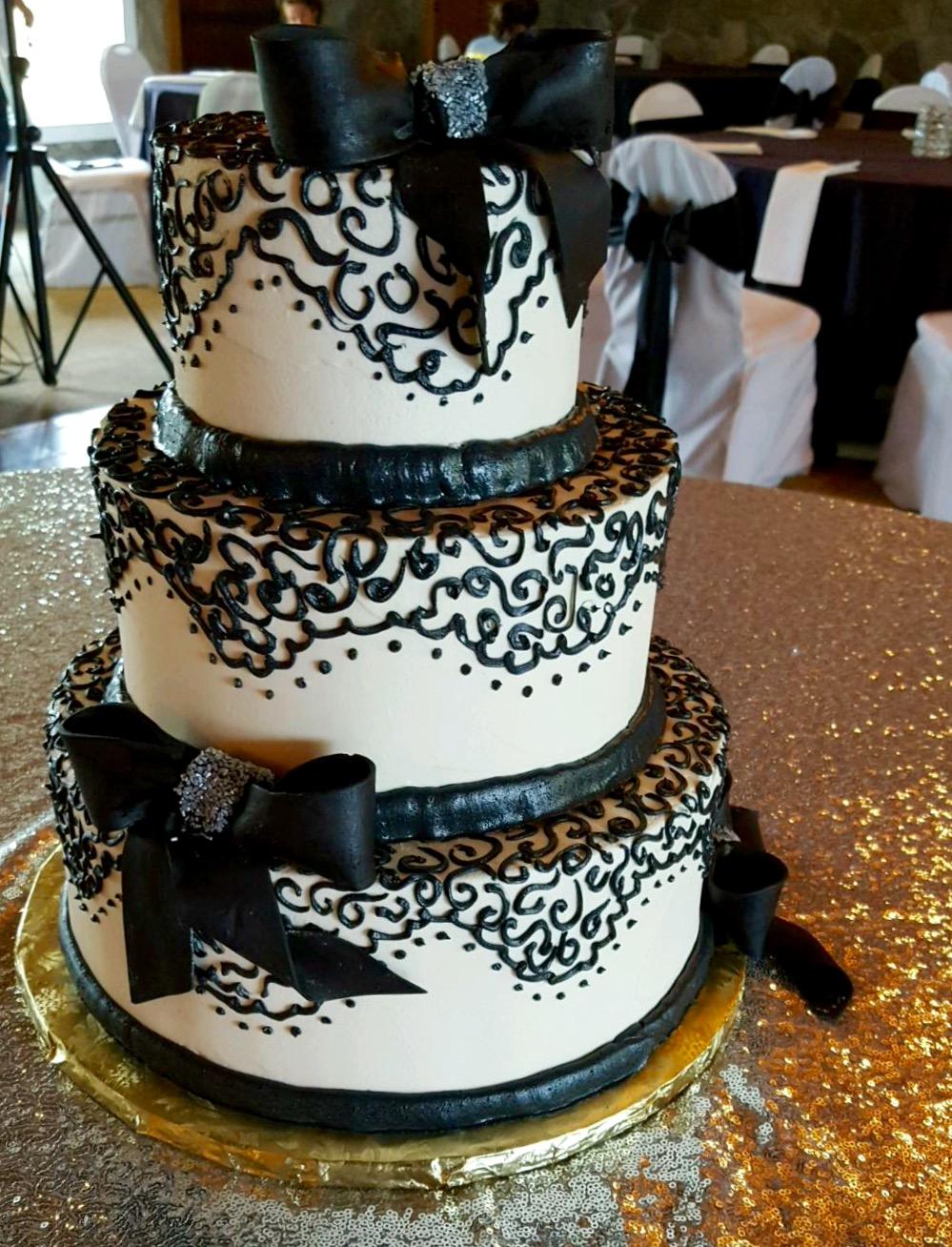 Wedding3tierblacklace.jpg