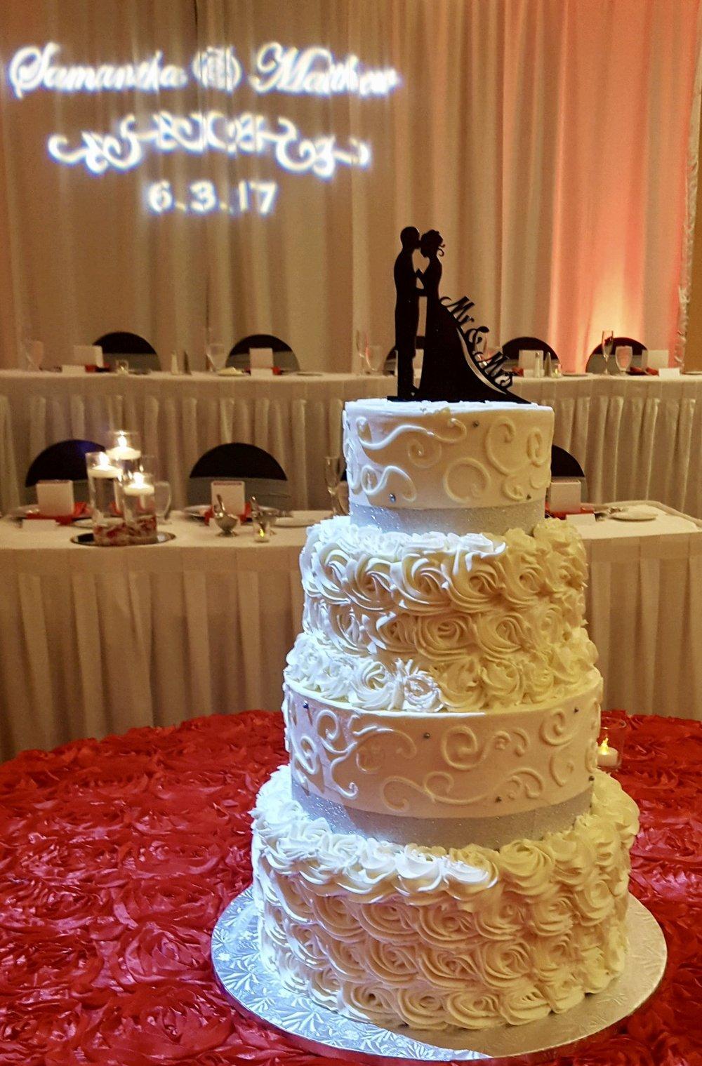 Wedding4tierscrollsandrosettes.jpg