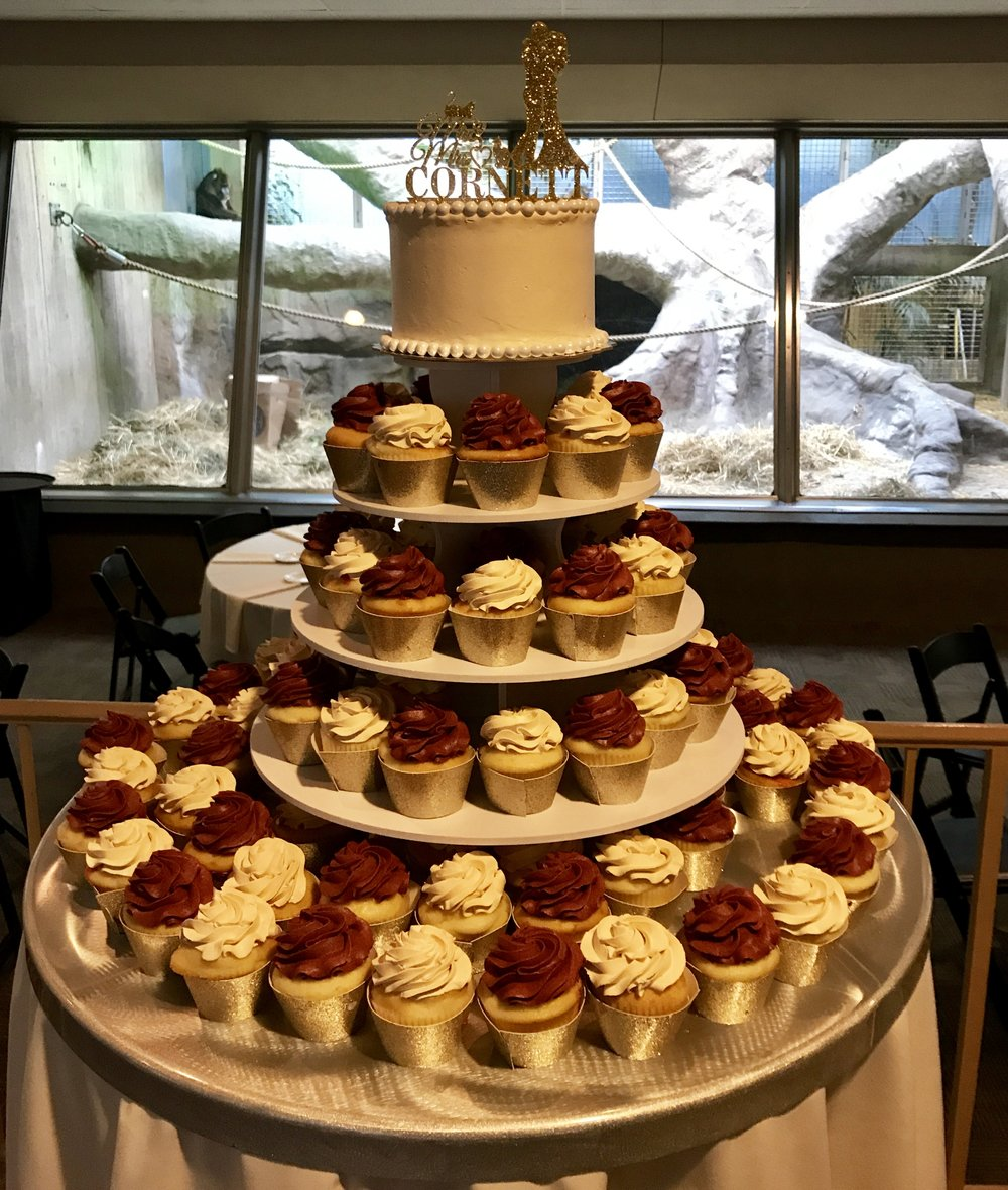 Weddingcupcakesredgold.jpg