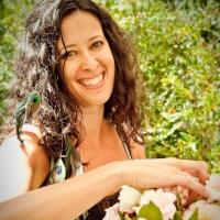 AUNA LORIN    Owner of Beijaflor Botanicals     + Freelance Floral Designer   Sebastopol, Ca   beijaflorbotanicals.com