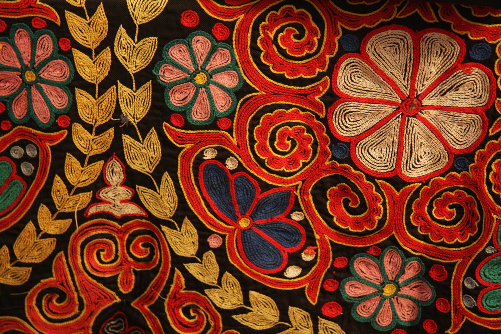 Kazakh_rug_chain_stitch_embroidery.jpg