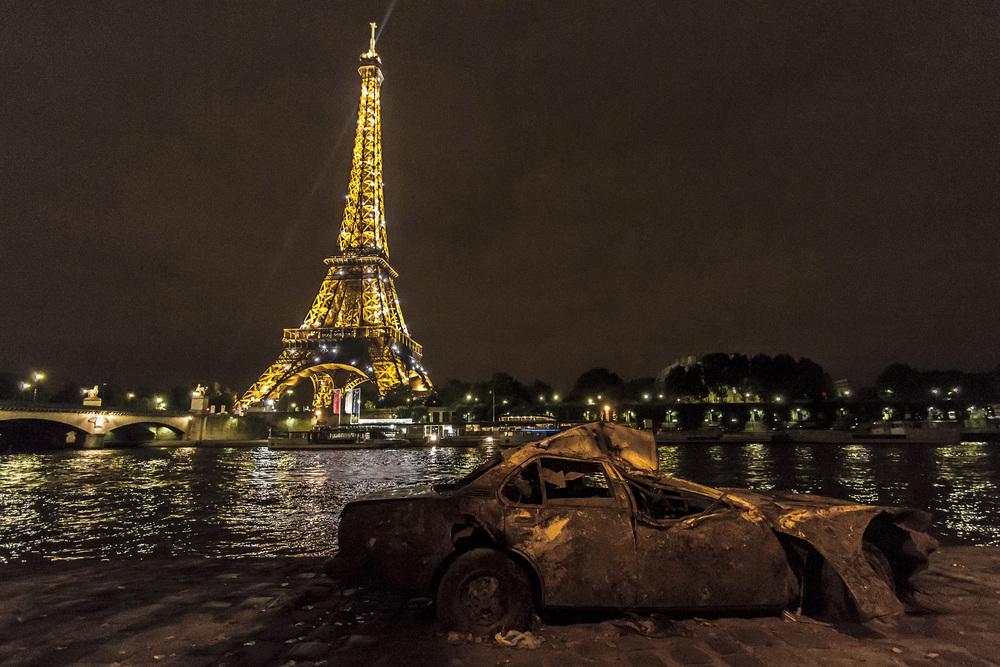 La Seine, Paris    Wreck pulled from the Seine