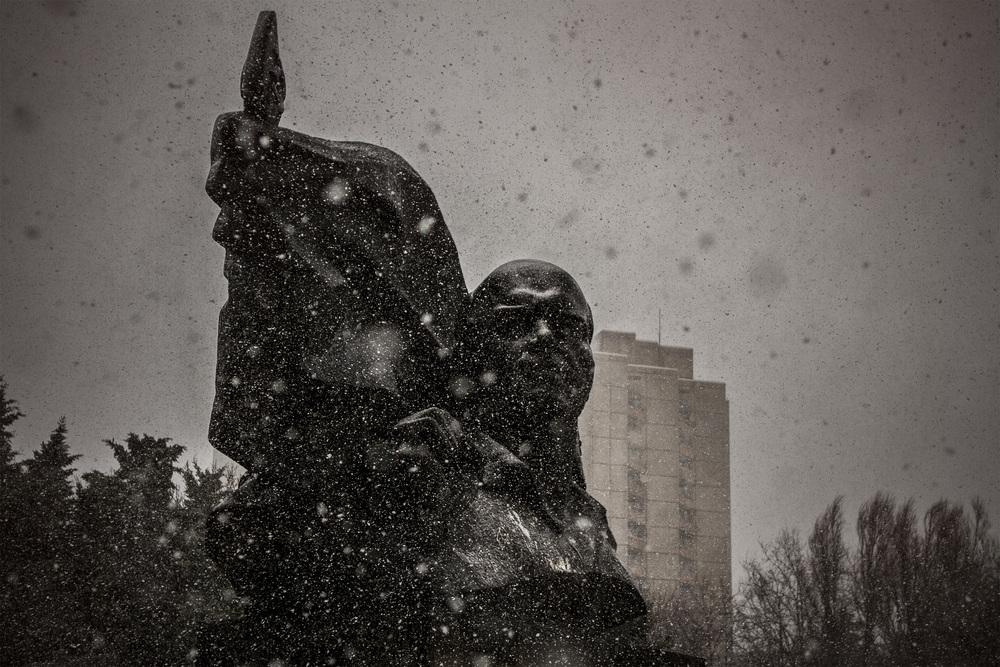 2013 - Ernst-Thälmann-Park, Berlin   First snow