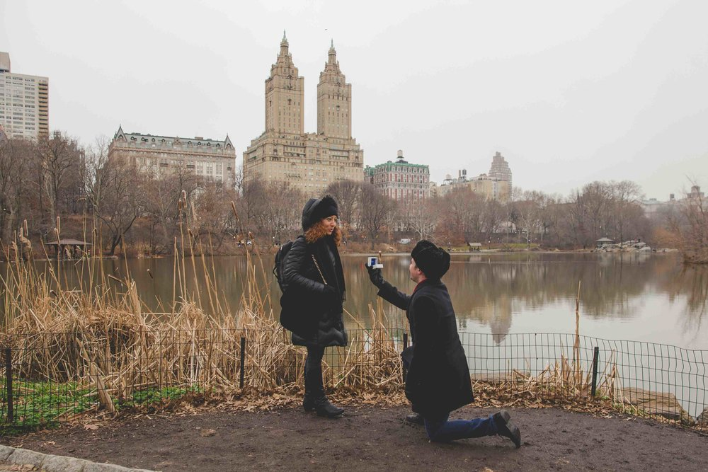 central-park-proposal-engagment-photography-snow-1.jpg